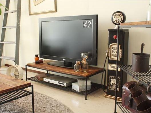 パイン無垢材とアイアンのテレビボード