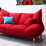 赤いソファでアクセント