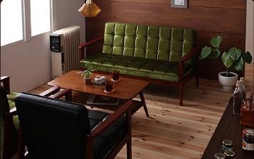 グリーンのソファモーニーのカフェ風コーディネート