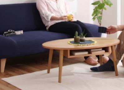 ネイビーソファとナチュラルカラーのテーブル