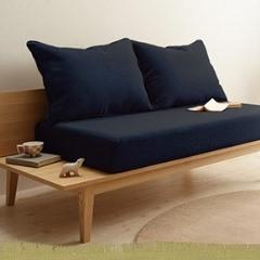 ネイビーのソファ