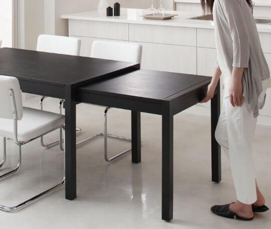 スライド式の伸長式ダイニングテーブル伸長方法