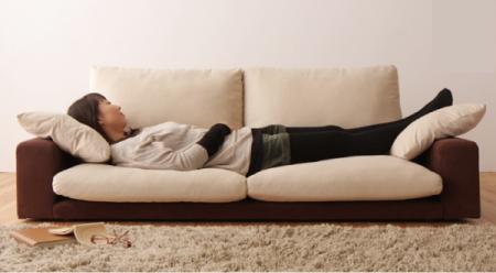 一人暮らしで3人掛けソファーを使う