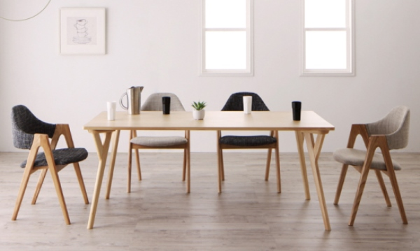 グレーのダイニングテーブル