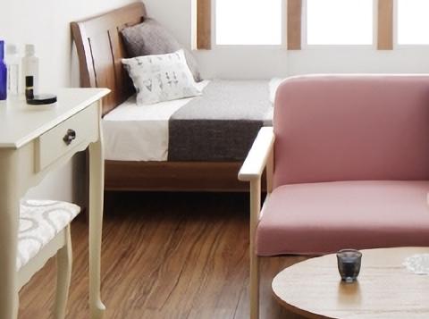 パステルピンクのソファ