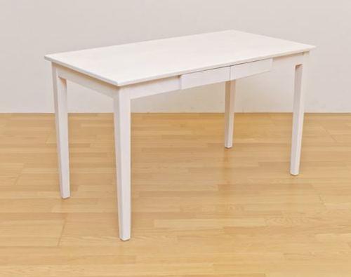 ホワイトウォッシュのダイニングテーブル