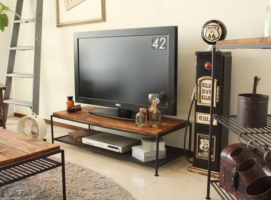 パイン材とブラックアイアンのテレビボード