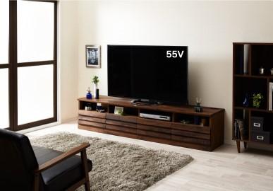 ウォールナット無垢材テレビ台のシックなコーデ