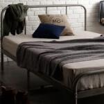 万能家具 グレーのベッド