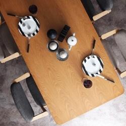 ナチュラルデザインダイニングテーブル