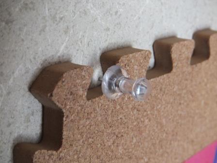コルクマットを壁に貼る