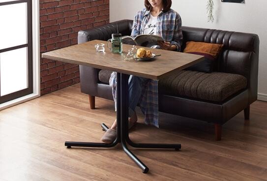 ソファで食事ができる一人暮らしのダイニングテーブル