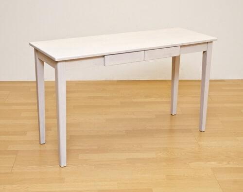 木製ホワイトのダイニングテーブル