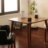 カフェ風インテリアのおしゃれなダイニングテーブル