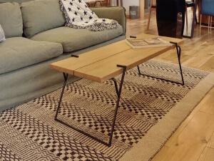 天然木とアイアンフレームのローテーブル