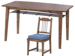 ダイニングテーブルとデニムチェア